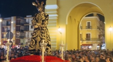 Vía-Crucis-_noticias02-500x314