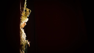 La Virgen de la Esperanza en su besamos