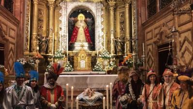 Los Reyes Magos a los pies de la Esperanza